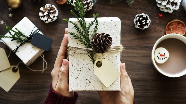 holiday-scams-gifts